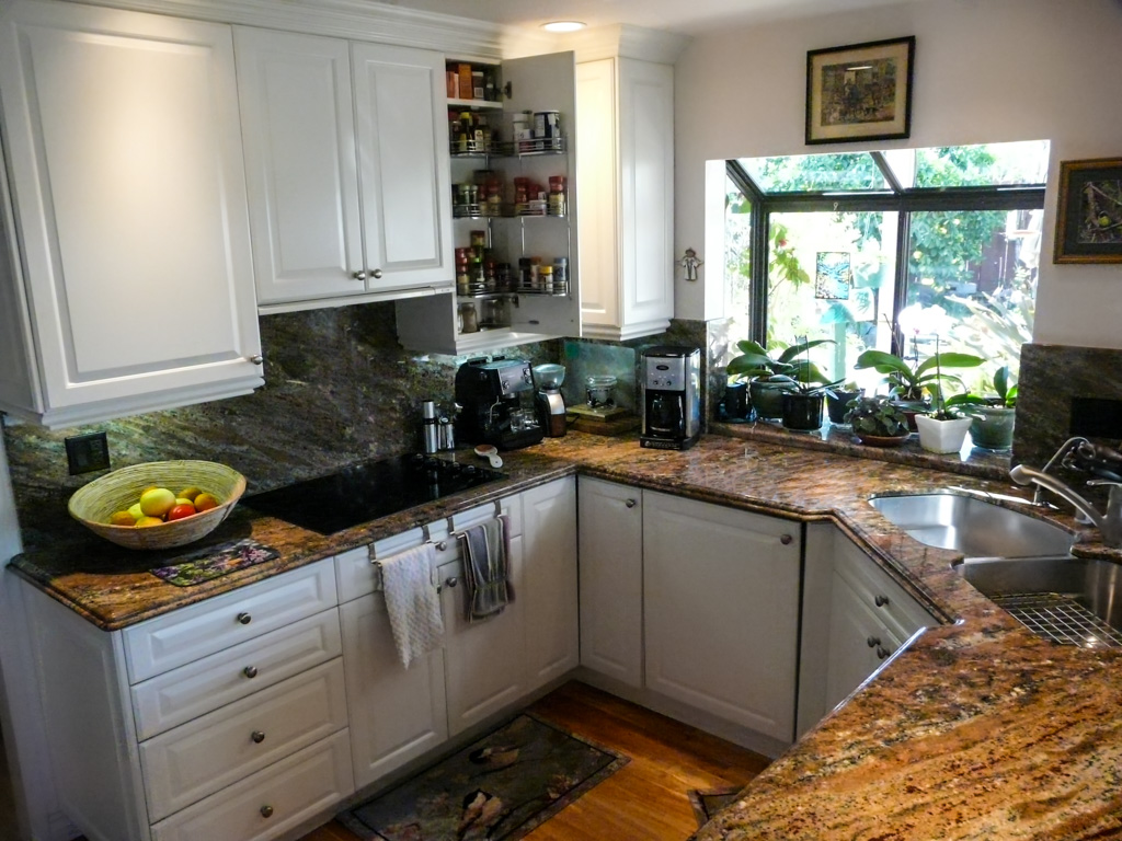 Corner Sink Makes Small Kitchen Function Danilo Nesovic