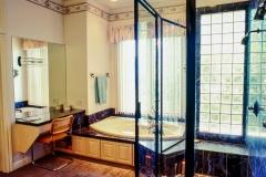 Vanity & Tub