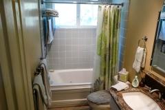 0988-hall-bath-8.jpg