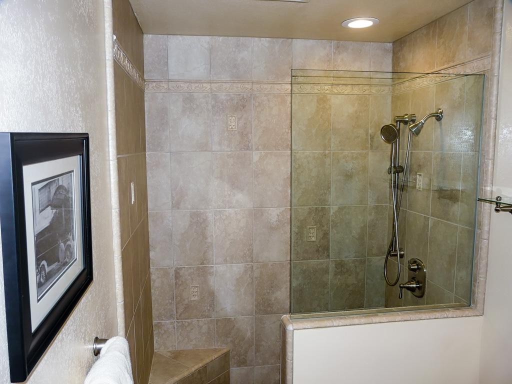 Combo Guest Bath Pool Powder Room Danilo Nesovic