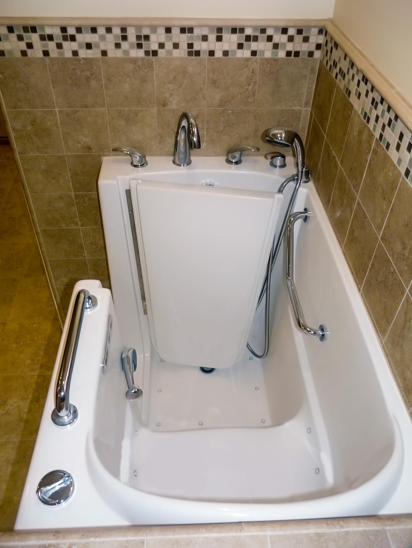 Traditional Glazed Thermofoil Bath Danilo Nesovic