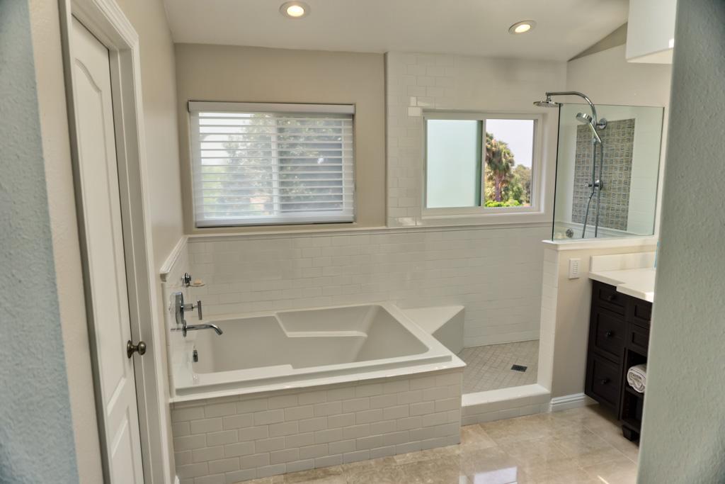 Built-In Shower Seats - Danilo Nesovic, Designer · Builder | Kitchen ...