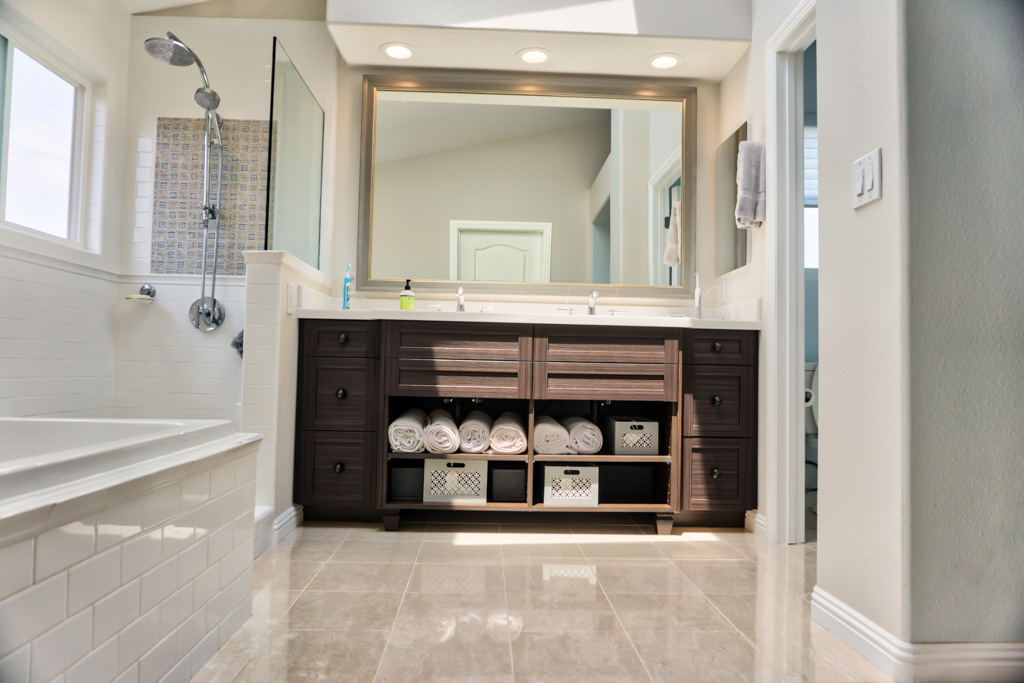 Bright And Sunny Master Bath Danilo Nesovic Designer
