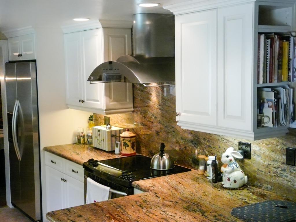 Traditional Antique White Kitchen Danilo Nesovic